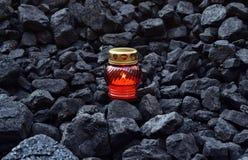 守夜光,便宜蜡烛煤炭 免版税库存图片