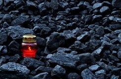 守夜光,便宜蜡烛煤炭 免版税库存照片