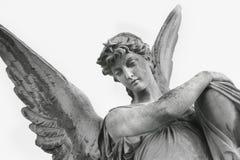 守护天使作为人的安全(雕象的片段的标志 免版税库存图片
