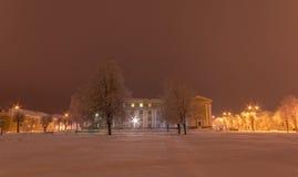 守旧派大厦门面  33c 1月横向俄国温度ural冬天 晚上 图库摄影