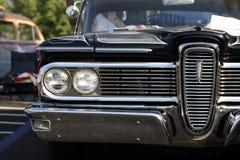 守旧派旧车改装的高速马力汽车 库存照片