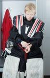 守门员制服的年轻男孩 免版税库存照片