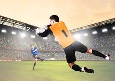 守门员是传染性的球 免版税库存照片