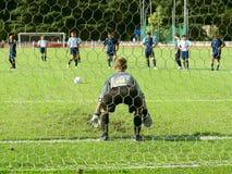 守门员符合足球 库存照片