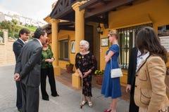 安东尼奥・班德拉斯和梅拉尼・格里菲思在慈善参观期间 免版税图库摄影