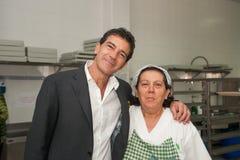 安东尼奥・班德拉斯和梅拉尼・格里菲思在慈善参观期间 库存图片