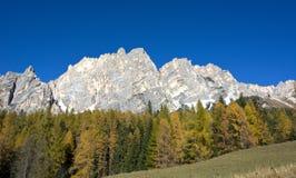 安佩佐白云岩每美妙的秋天天 免版税库存图片