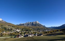 安佩佐白云岩每美妙的秋天天 免版税图库摄影