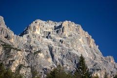 安佩佐白云岩每美妙的秋天天 库存图片