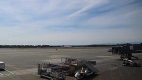 安克雷奇,阿拉斯加-大约2013年 容器和飞机在安克雷奇机场 股票视频