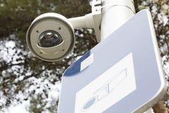 安全凸轮在一个公园 免版税库存图片
