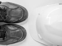 安全帽和鞋子 库存图片