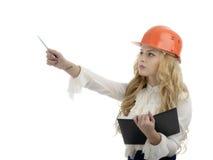 安全帽工程师或显示指向拷贝sp的建筑师妇女 库存图片