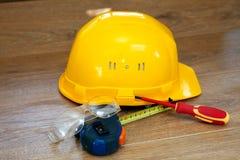 安全帽查出的空白黄色 免版税库存图片