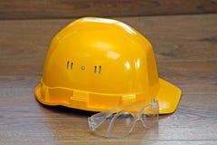 安全帽查出的空白黄色 免版税库存照片