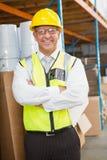 戴安全帽的经理在仓库里 免版税库存照片