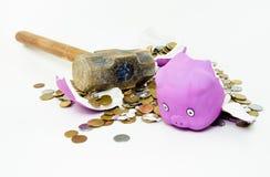 安全形状的猪中断与大锤 免版税库存图片
