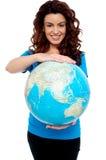 安全快乐的女孩藏品地球用两个现有量 图库摄影