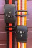 安全旅行概念,五颜六色的锁与组合编码号的传送带绳索塑料短绳旅行袋子 免版税图库摄影