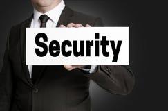 安全标志由商人举行 免版税库存照片