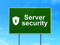安全概念:服务器安全和盾有匙孔的 免版税库存图片