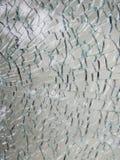 安全淬火玻璃单块玻璃在许多片断打碎了 库存照片