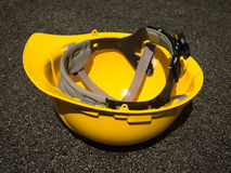 安全的黄色盔甲在建造场所 免版税图库摄影