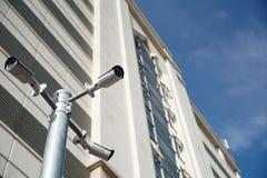 安全监控相机和安全在大学 库存图片