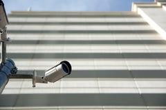 安全监控相机和安全在大学 库存照片