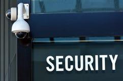 安全监控相机和标志 库存照片