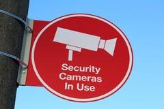 安全监控相机在使用中的标志 免版税库存图片