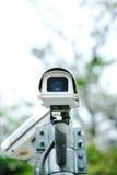 安全监控相机在公园 免版税库存照片