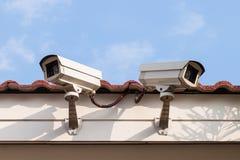 安全监控相机或CCTV在屋顶 库存照片