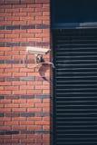 安全监控相机,监视在办公楼的安全保护系统 图库摄影