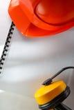 安全耳机和红色盔甲 图库摄影