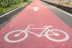 安全自行车的自行车车道在泰国 免版税库存图片