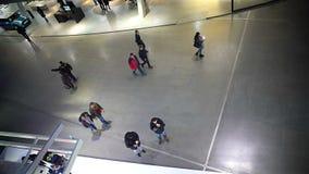 安全英尺长度,走在商城,监视系统的人们 股票录像
