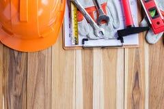 安全设备、工具箱和计划建筑 免版税库存图片