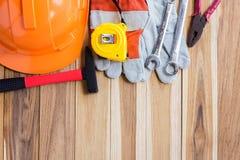 安全设备、工具箱和计划建筑 免版税库存照片