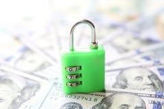 安全金钱挂锁概念 背景美元查出我们空白 图库摄影