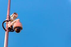 安全CCTV照相机和都市录影在暮色时间 库存图片