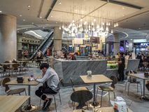 安博凯购物中心的现代餐馆 免版税库存图片