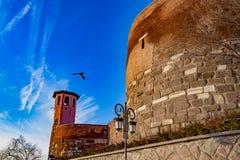 安卡拉城堡入口与天空蔚蓝,土耳其的 免版税库存图片