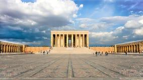 安卡拉,土耳其- 2012年10月25日:阿塔图尔克陵墓, Anitkabir,穆斯塔法凯末尔阿塔图尔克,土耳其人的第一位总统巨大的坟茔  免版税库存图片
