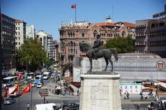 安卡拉/土耳其09,19,2018 :对Ulus广场,阿塔图尔克Staue的一viw 库存图片