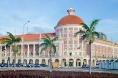 安哥拉或Banco de Nacional de Angolawith殖民地建筑学国家银行在首都罗安达,安哥拉,非洲的 免版税图库摄影
