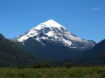 安地斯lanin火山 库存图片