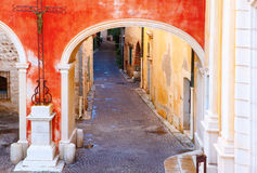 安地比斯,法国- 2011年10月17日:街道在老镇安地比斯 库存图片