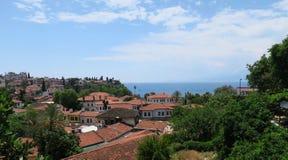 安塔利亚、著名红色屋顶和Mediteranian海Oldtown  免版税库存照片