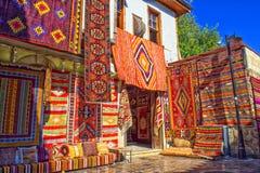 安塔利亚,土耳其- 2017年10月3日:地毯在老镇Kaleici存放 安塔利亚 火鸡 图库摄影